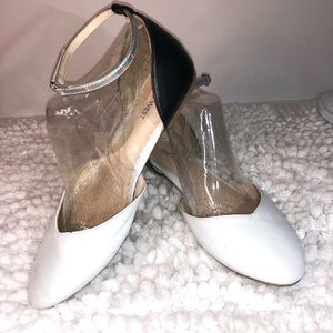 Nine West ~ Fundew ~Size 4.5M ~White/Black Flats